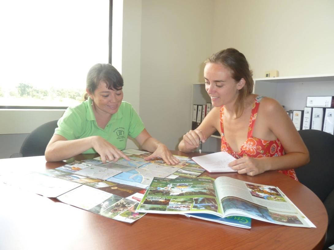 High school volunteer takes Spanish lessons during her project in Costa Rica.